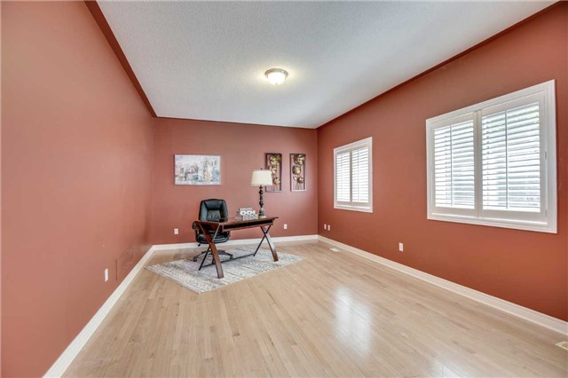 Detached at 1329 Stonecutter Dr, Oakville, Ontario. Image 19