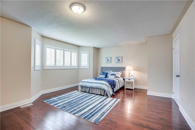 Detached at 1329 Stonecutter Dr, Oakville, Ontario. Image 4