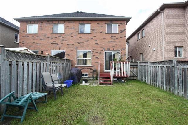 Semi-detached at 43 Velvet Grass Lane, Brampton, Ontario. Image 13