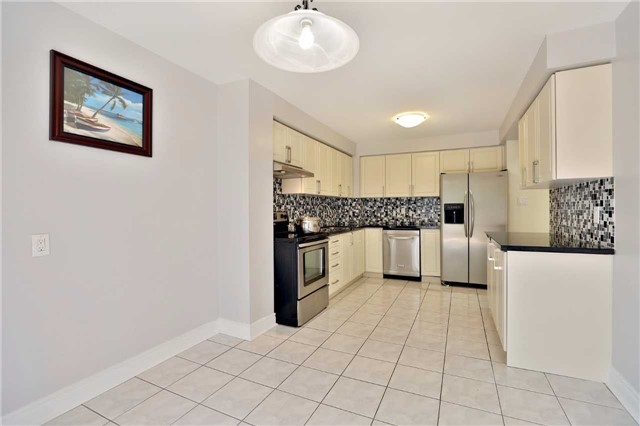 Townhouse at 3436 Fenwick Cres, Mississauga, Ontario. Image 17