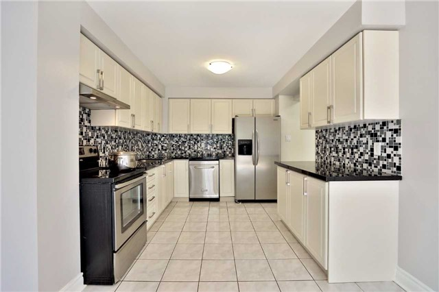 Townhouse at 3436 Fenwick Cres, Mississauga, Ontario. Image 18
