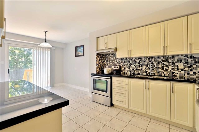 Townhouse at 3436 Fenwick Cres, Mississauga, Ontario. Image 19