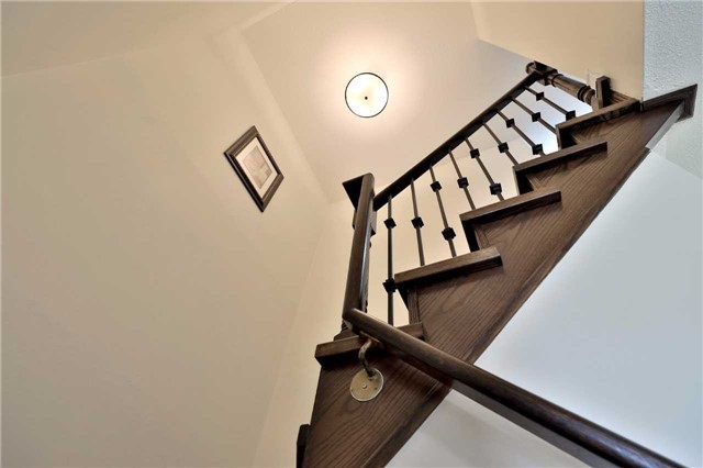 Townhouse at 3436 Fenwick Cres, Mississauga, Ontario. Image 3