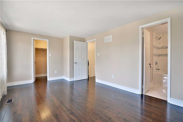 Townhouse at 3436 Fenwick Cres, Mississauga, Ontario. Image 4