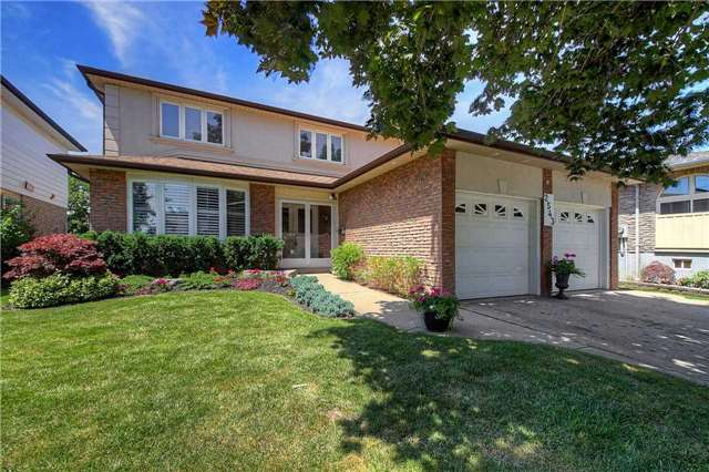 Detached at 2543 Waterford St, Oakville, Ontario. Image 1