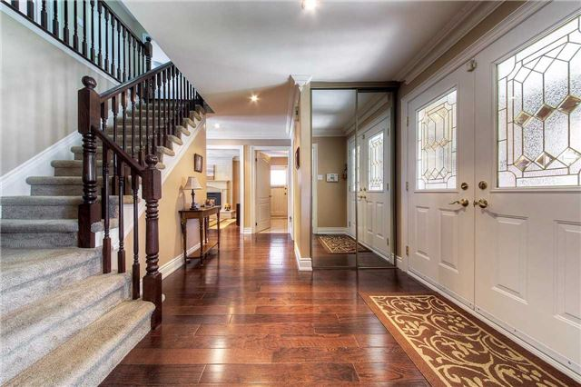 Detached at 2543 Waterford St, Oakville, Ontario. Image 14