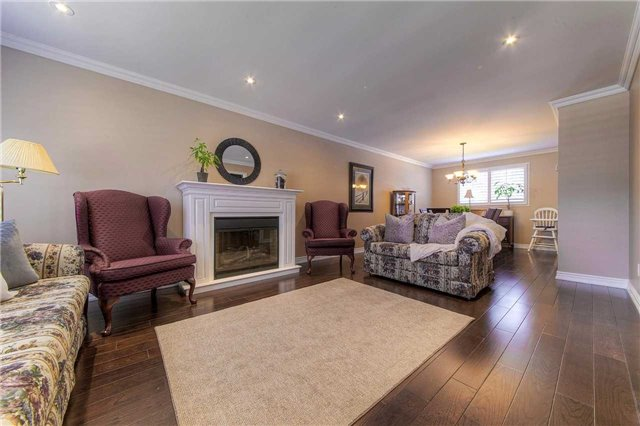 Detached at 2543 Waterford St, Oakville, Ontario. Image 15