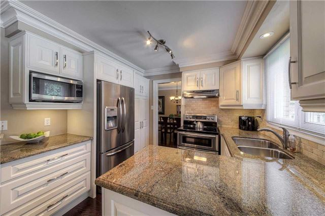 Detached at 2543 Waterford St, Oakville, Ontario. Image 17