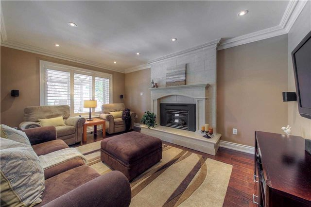 Detached at 2543 Waterford St, Oakville, Ontario. Image 19