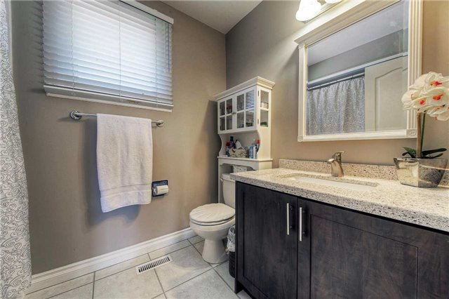 Detached at 2543 Waterford St, Oakville, Ontario. Image 3