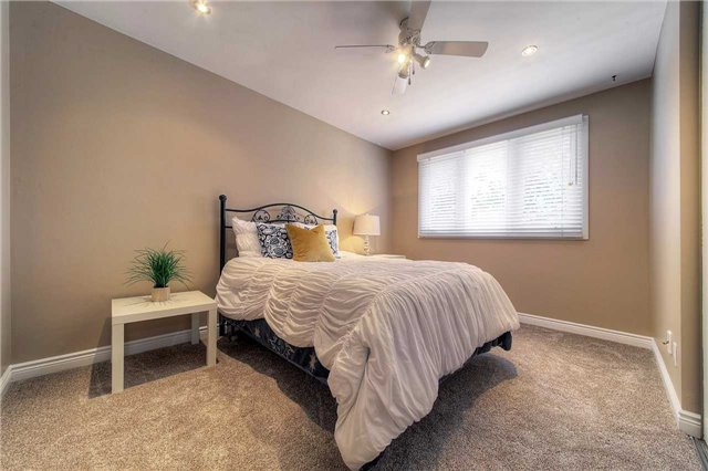 Detached at 2543 Waterford St, Oakville, Ontario. Image 5