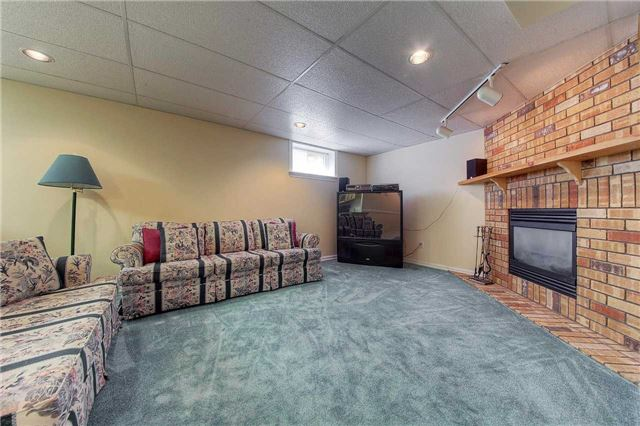 Detached at 2543 Waterford St, Oakville, Ontario. Image 8