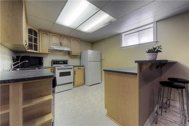 Detached at 2543 Waterford St, Oakville, Ontario. Image 10