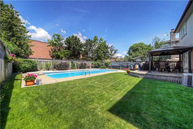 Detached at 2543 Waterford St, Oakville, Ontario. Image 11