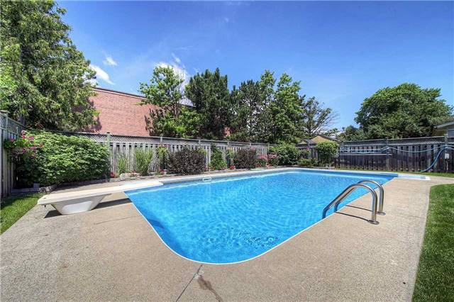Detached at 2543 Waterford St, Oakville, Ontario. Image 13