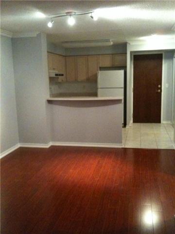 Condo Apartment at 2565 Erin Centre Blvd, Unit 1006, Mississauga, Ontario. Image 4
