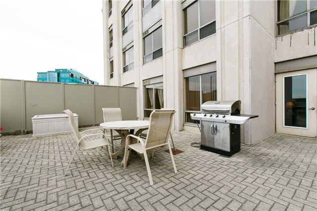 Condo Apartment at 25 Kingsbridge Garden Circ, Unit 224, Mississauga, Ontario. Image 7