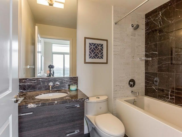 Condo Apartment at 33 Shore Breeze Dr, Unit 3403, Toronto, Ontario. Image 5