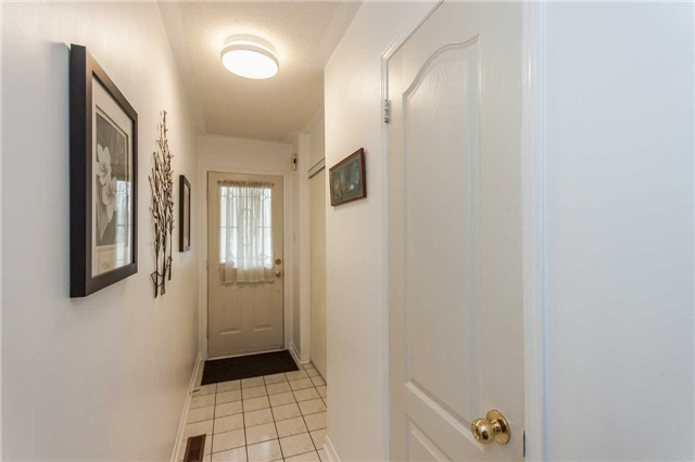 Condo Townhouse at 1292 Sherwood Mills Blvd E, Unit 105, Mississauga, Ontario. Image 12