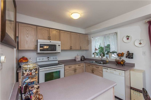 Condo Townhouse at 1292 Sherwood Mills Blvd E, Unit 105, Mississauga, Ontario. Image 15