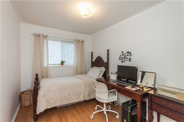 Condo Townhouse at 1292 Sherwood Mills Blvd E, Unit 105, Mississauga, Ontario. Image 5
