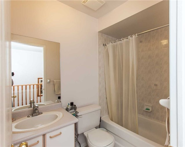 Condo Townhouse at 1292 Sherwood Mills Blvd E, Unit 105, Mississauga, Ontario. Image 6