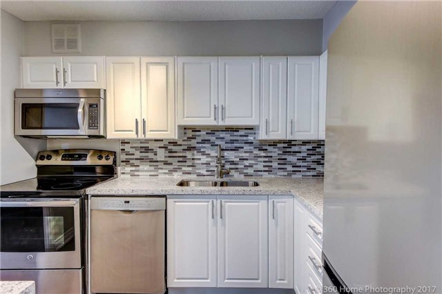 Condo Apartment at 2665 Windwood Dr, Unit 201, Mississauga, Ontario. Image 4