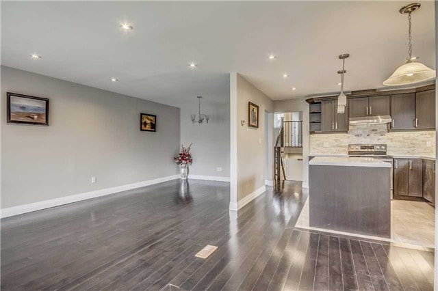 Semi-detached at 7299 Sigsbee Dr, Mississauga, Ontario. Image 12