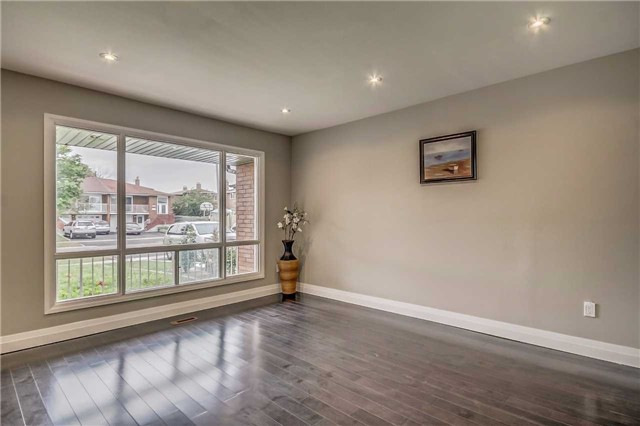 Semi-detached at 7299 Sigsbee Dr, Mississauga, Ontario. Image 15