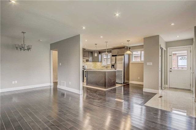 Semi-detached at 7299 Sigsbee Dr, Mississauga, Ontario. Image 16
