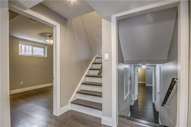 Semi-detached at 7299 Sigsbee Dr, Mississauga, Ontario. Image 3