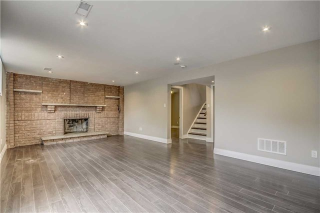 Semi-detached at 7299 Sigsbee Dr, Mississauga, Ontario. Image 4