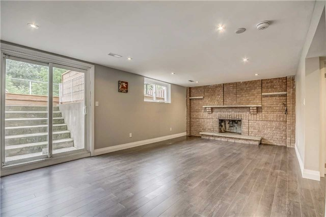 Semi-detached at 7299 Sigsbee Dr, Mississauga, Ontario. Image 6