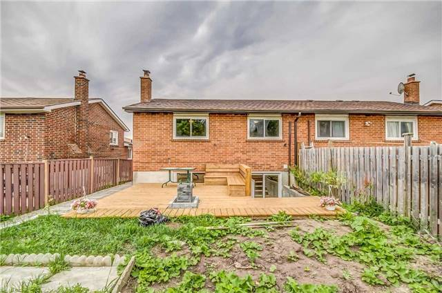 Semi-detached at 7299 Sigsbee Dr, Mississauga, Ontario. Image 11