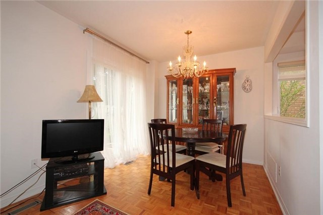 Townhouse at 2240 Dale Ridge Dr, Oakville, Ontario. Image 15