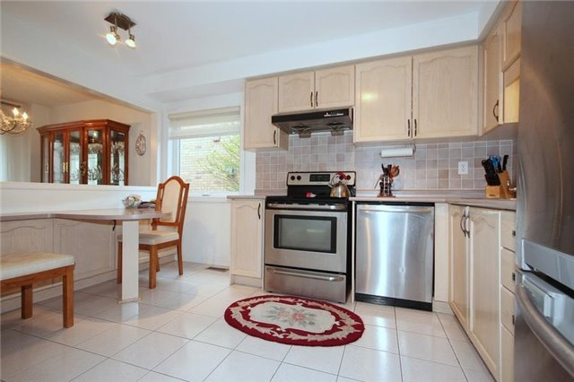 Townhouse at 2240 Dale Ridge Dr, Oakville, Ontario. Image 16