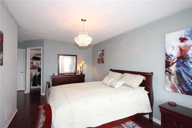 Townhouse at 2240 Dale Ridge Dr, Oakville, Ontario. Image 2