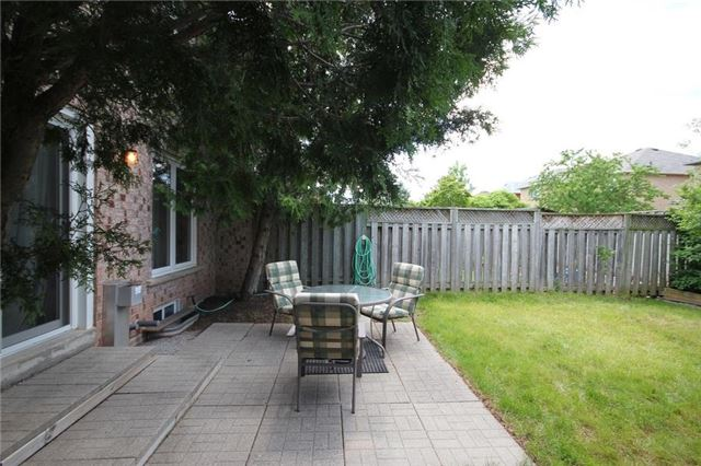 Townhouse at 2240 Dale Ridge Dr, Oakville, Ontario. Image 8