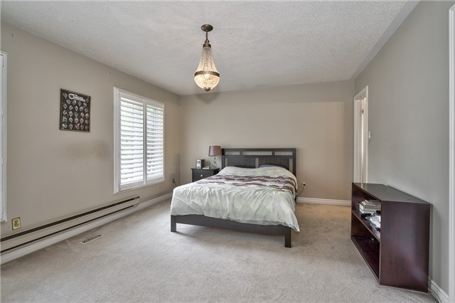 Detached at 1492 Tanner Crt, Oakville, Ontario. Image 4