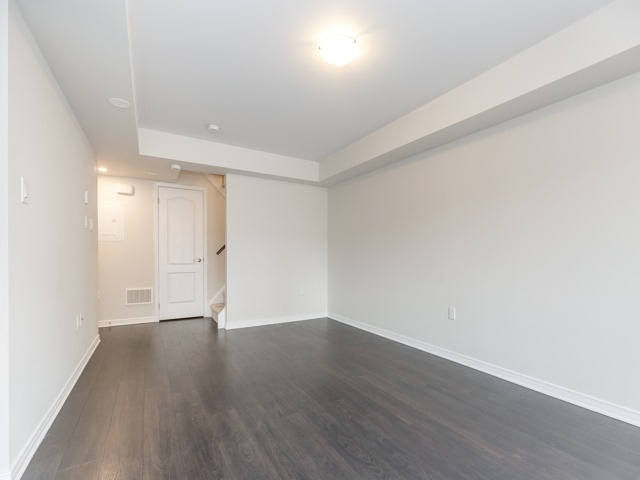Condo Townhouse at 2441 Greenwich Dr, Unit 121, Oakville, Ontario. Image 15