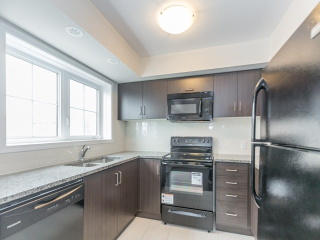 Condo Townhouse at 2441 Greenwich Dr, Unit 121, Oakville, Ontario. Image 17