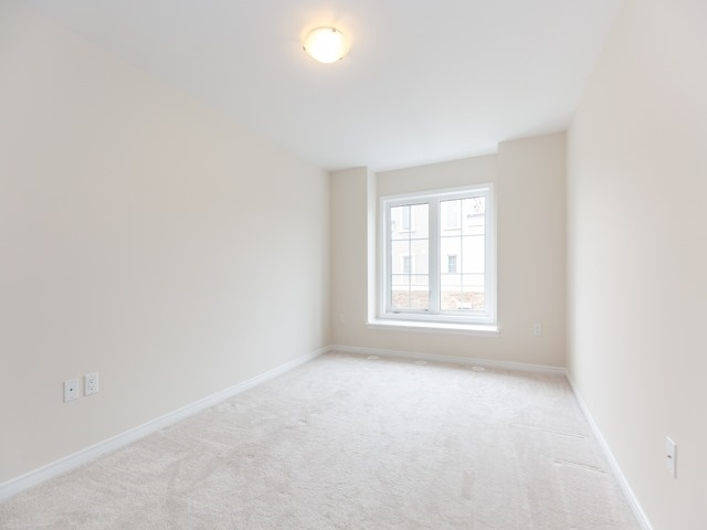 Condo Townhouse at 2441 Greenwich Dr, Unit 121, Oakville, Ontario. Image 3