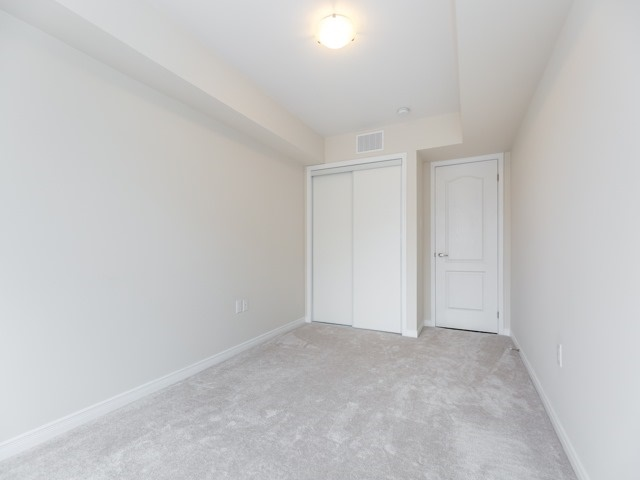 Condo Townhouse at 2441 Greenwich Dr, Unit 121, Oakville, Ontario. Image 8