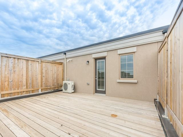 Condo Townhouse at 2441 Greenwich Dr, Unit 121, Oakville, Ontario. Image 10