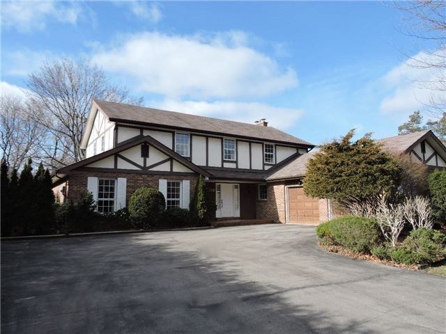 Detached at 350 Chartwell Rd, Oakville, Ontario. Image 1