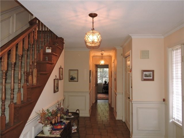 Detached at 350 Chartwell Rd, Oakville, Ontario. Image 12
