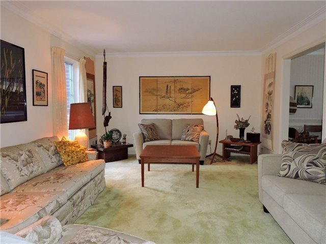 Detached at 350 Chartwell Rd, Oakville, Ontario. Image 13