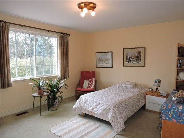 Detached at 350 Chartwell Rd, Oakville, Ontario. Image 4