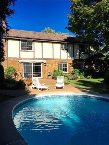Detached at 350 Chartwell Rd, Oakville, Ontario. Image 7