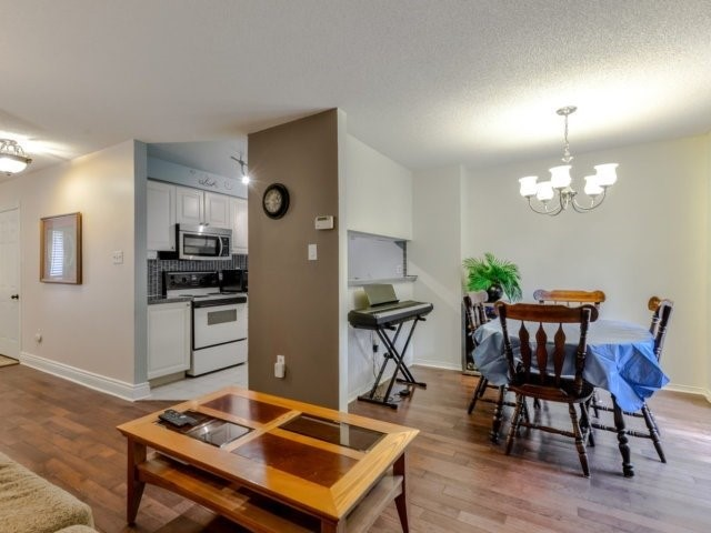 Condo Townhouse at 3100 Fifth Line West Line, Unit 12, Mississauga, Ontario. Image 16